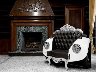 Un sillón hecho con parte de un volkswagen sedan.