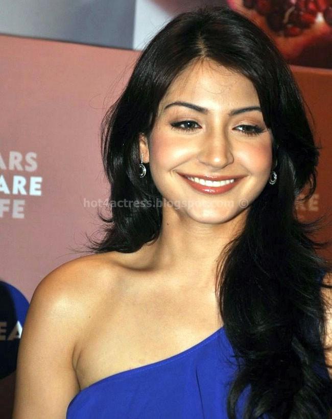 Anushka sharma hot photos with cute smile