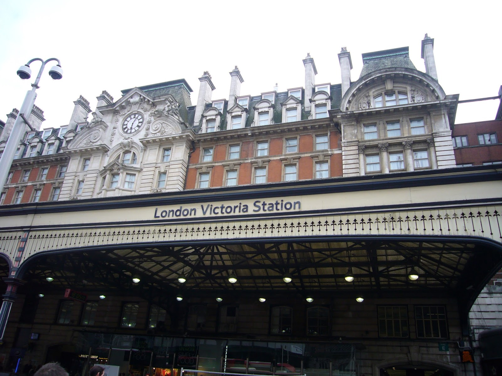 Holmes and Poirot in London: ロンドン ヴィクトリア駅(Victoria ...