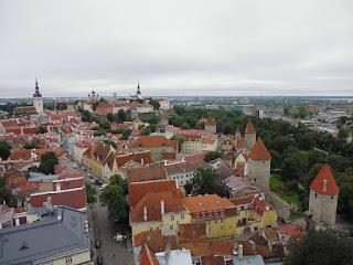 Tallinn entre sus murallas y casas medievales (@mibaulviajero)