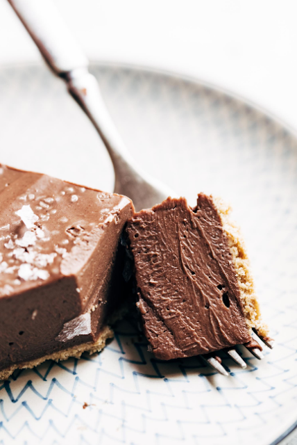 mind-blowing vegan chocolate pie