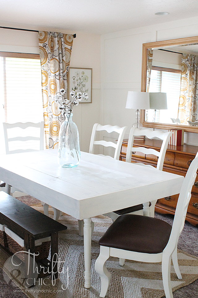 How To Turn Any Dining Table Into A Farmhouse Table. Farmhouse Cottage dining room decor and decorating ideas. DIY Farmhouse style dining table