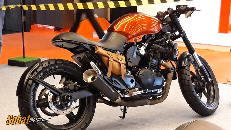 GIIAS Medan 2018 : Modifikasi Suzuki Inazuma 250 ala Cafe Racer ini simpel tapi keren