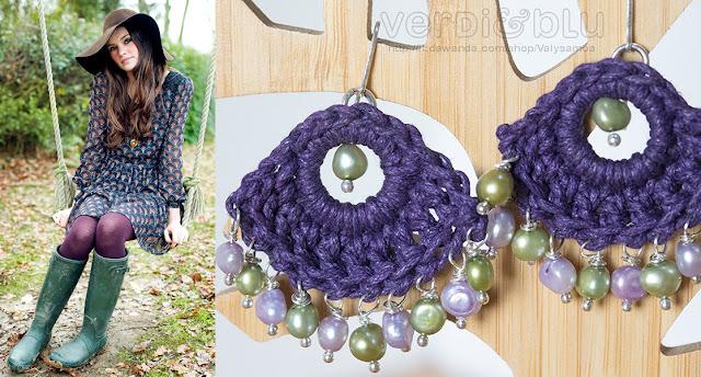 orecchini viola a crochet con perle di fiume verde acido e lilla
