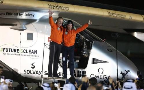 Το Solar Impulse 2 ολοκλήρωσε το ταξίδι του γύρω από τον κόσμο (βίντεο)