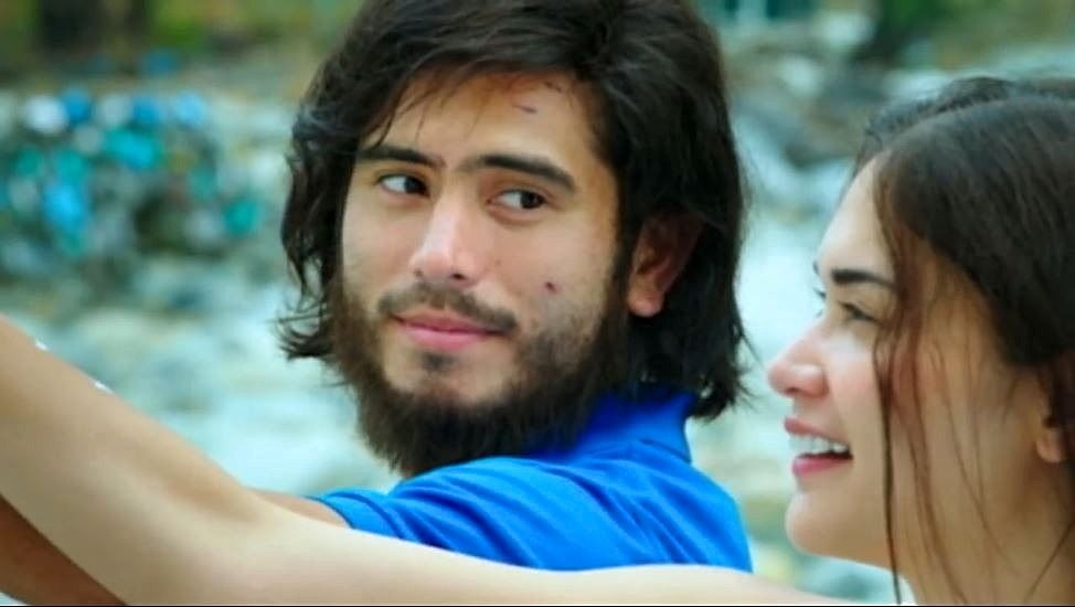Gerald Anderson as Burn and Pia Wurtzbach as Abi in 'My Perfect You'