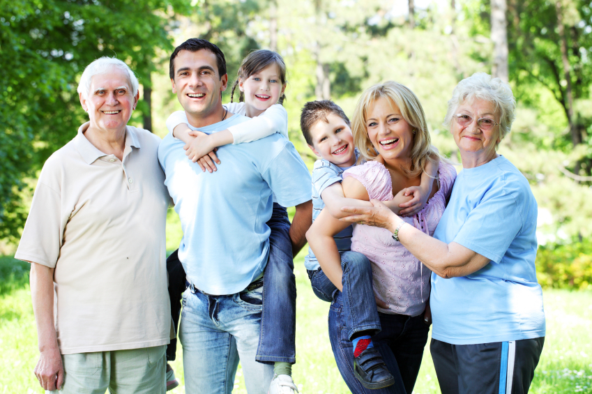 the advantages and disadvantages of nuclear family paragraph