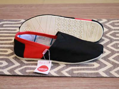 Sepatu Wakai Women Black Red
