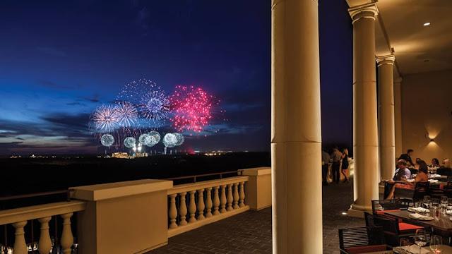 Vista dos fogos de artifício da Disney no Capa Steakhouse