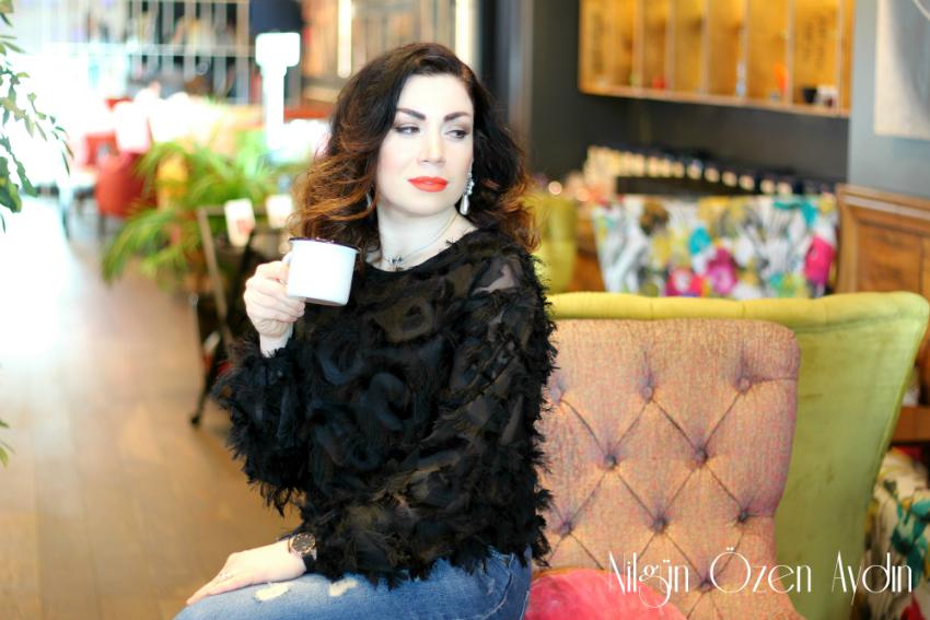 Tüylü Şifon Bluz ve Nakışlı Kaban-moda blogu-fashion blogger