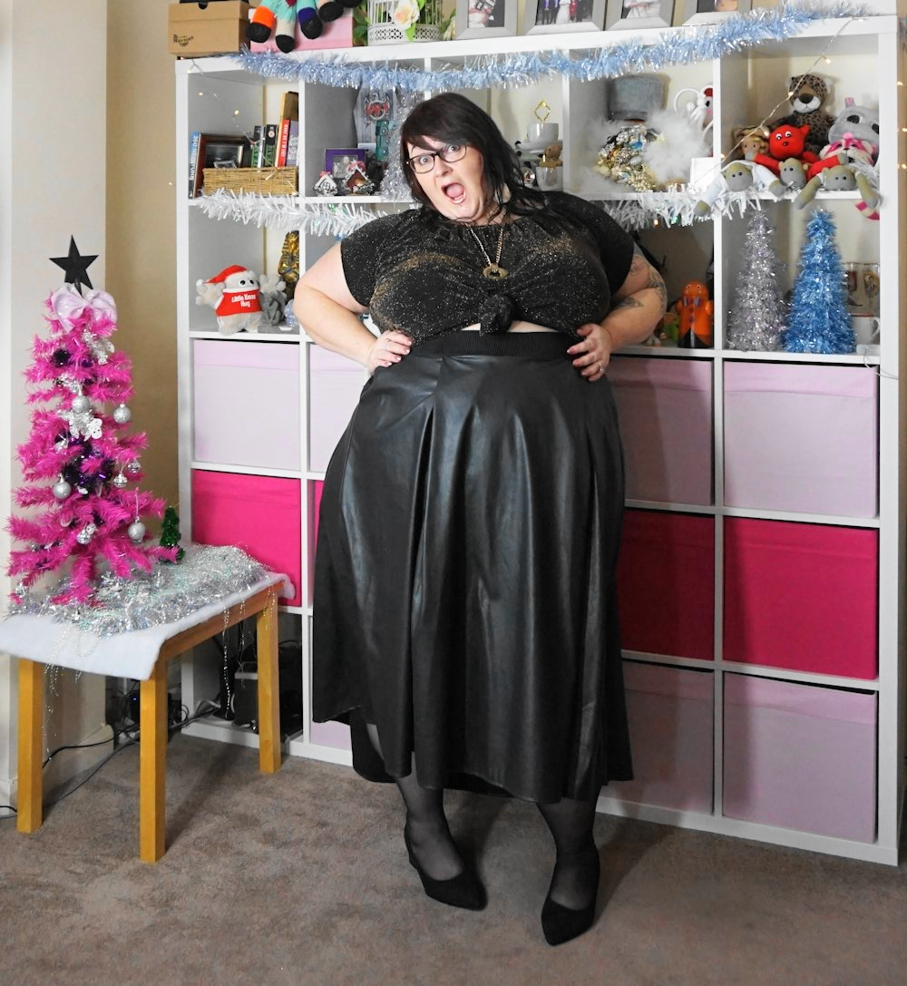 Elvi-dip-hem-leather-look-high-low-skirt plus size // www.xloveleahx.co.uk