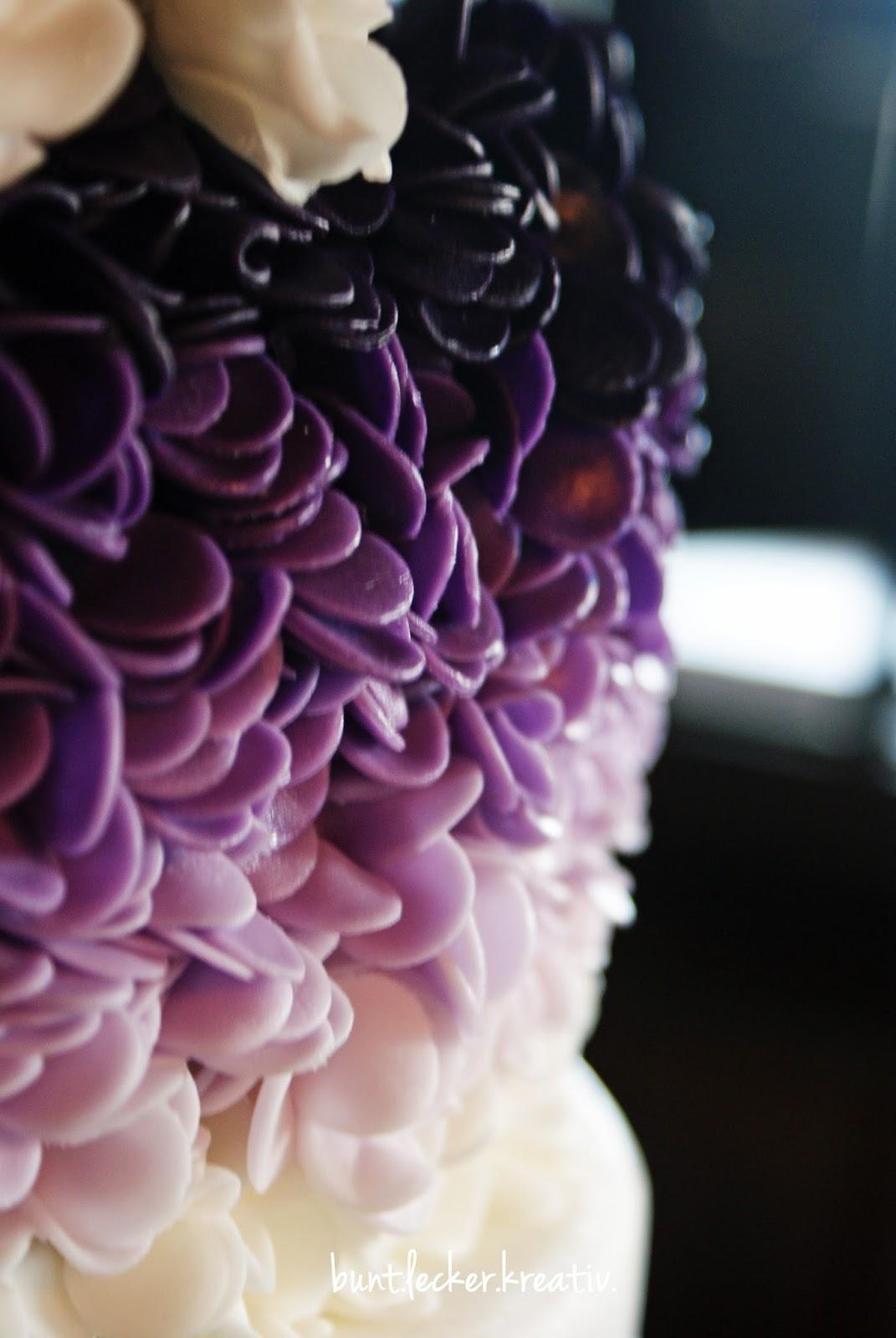 Hochzeitstorte In Lila Tonen Bunt Lecker Kreativ