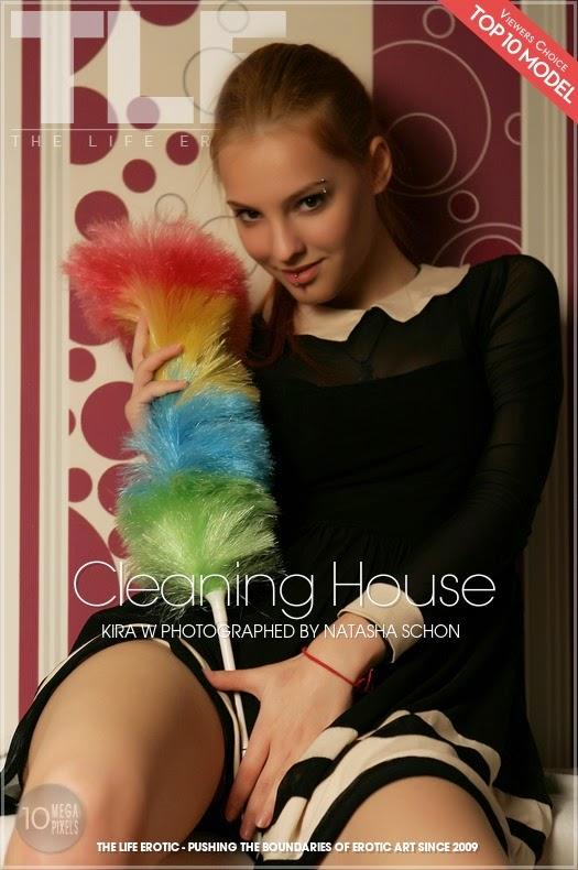 SGEkXAD 2014-10-09 Kira W - Cleaning House 10120