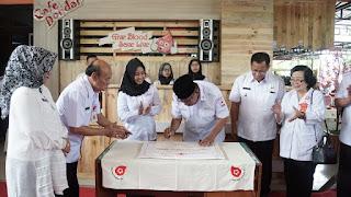 Jadi Ketua PMI, Ning Ita Besut Kafetaria Donor Darah