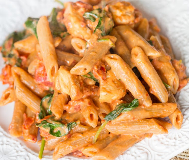 Creamy Spicy Sun Dried Tomato Pasta #vegan #dinner
