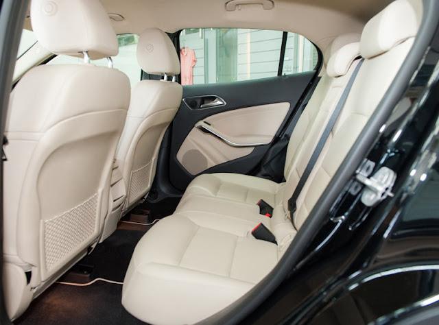 Băng sau Mercedes GLA 200 thiết kế rộng rãi