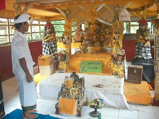 http://www.teluklove.com/2017/01/daya-tarik-objek-wisata-makam-jayaprana.html