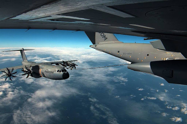 A400M hold tanks air refueling