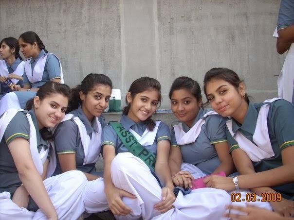 Desi Indian Teenage School Girls In Group Photos  Hd Hot -2023