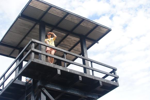 Mèo Chun trên tháp canh nhà tù Phú Quốc