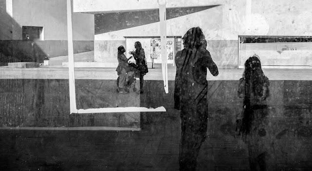 Reflejo en la Plaza Nelson Mandela de Ceuta