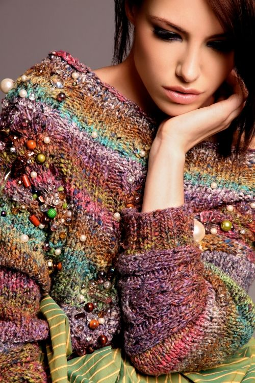 sweter na drutach z koralikami