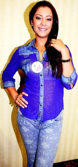 Foto de Karla Tarazona con jean azul
