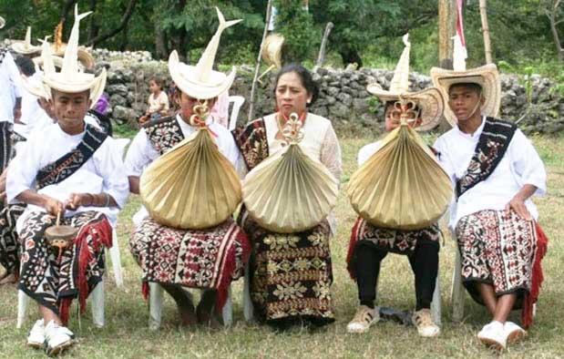 Pakaian Adat Dari Nusa Tenggara Timur (NTT)