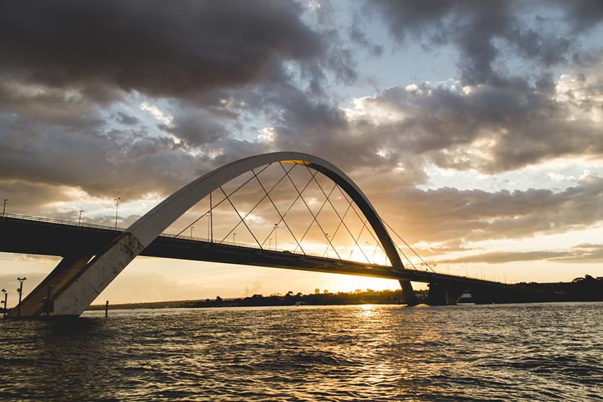 Ponte Juscelino Kubitschek no Lago Paranoá