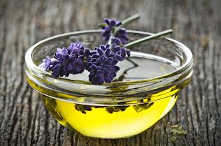 7 Minyak Esensial Pencegah Penuaan Dini