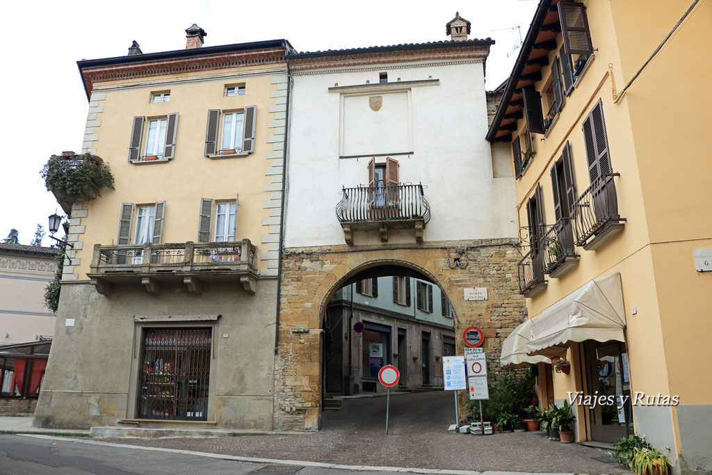 Puerta Monteguzzo, Castell'Arquato