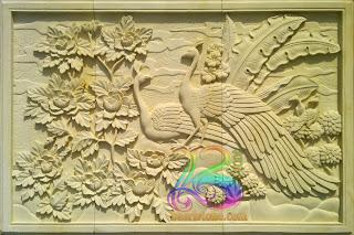 Relief motif gambar burung merak ukir batu alam