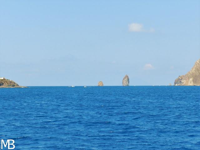 faraglioni isole eolie lipari vulcano