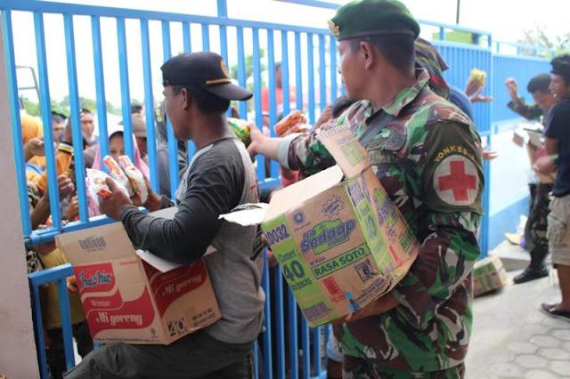 Guna Mencegah Penjarahan Satgasgab Lakukan Pengamanan Pendistribusian Bantuan