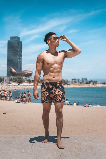 Leo Chan, Levitate Style, Beach Style at Barceloneta Beach in Barcelona