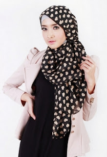 cara memakai hijab acara resmi