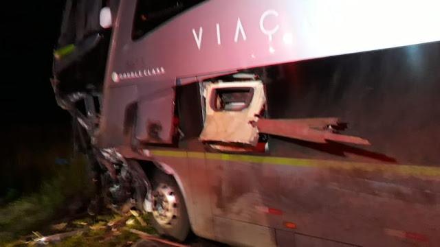 Grave acidente entre caminhão e ônibus na BR 376 em Mauá da Serra