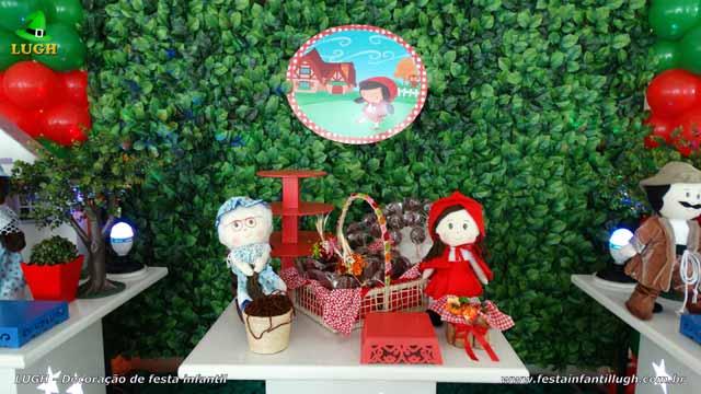 Mesa temática Chapeuzinho Vermelho - Festa de aniversário infantil