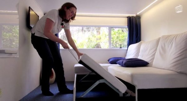 07-Guest-Bed-Brenda-Kelly-10-Square-Meters-Off-Grid-Shipping-Container-Tiny-House-www-designstack-co