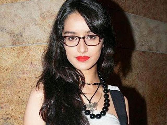 Kareena Kapoor In Transparent Saree Navel Show Photos