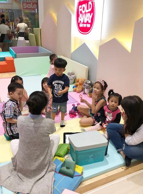 来自www.svasr.com的Nikki Tiu拍摄了Warble在香格里拉购物中心开业的照片dota2雷竞技
