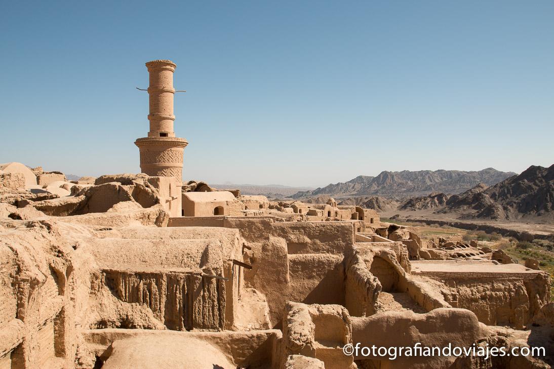 Minarete vibrante de Kharanaq cerca de Yazd en Iran