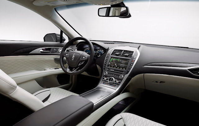 Interior view of 2017 Lincoln MKZ