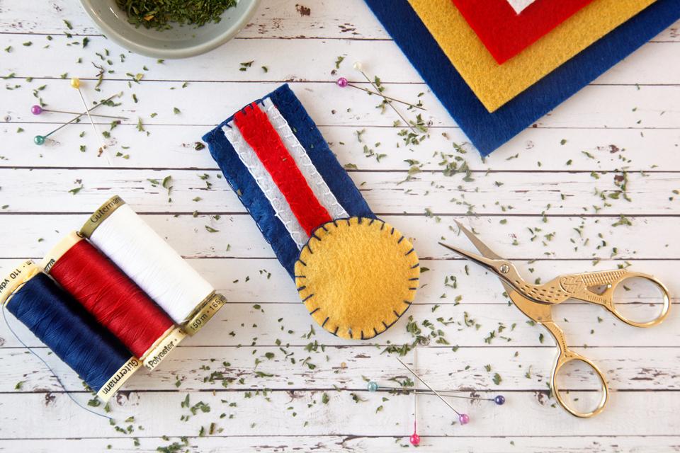 Creativity unmasked diy gold medal catnip filled felt cat toy for Felt cat toys diy