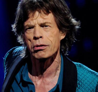 Biografi Mick Jagger   Nama Lengkapnya Sir Michael Phillip 'Mick' Jagger atau Ia dikenal sebagai penyanyi rock, aktor, penulis lagu, produser film dan pengusaha. Dia juga terkenal sebagai pentolan grup rock legendaris asal Inggris The Rolling Stones. Kebesaran Jagger dapat dikatakan dari nol, karena keteguhan dan ketekunan lagu-lagunya hit dan melegenda. Ia mengaku banyak belajar dari Tina Turner dan musisi besar lainnya. Hal ini pantas jika single debutnya diberi judul Memo from Turner (November 1970). Sementara dalam karir solonya Jagger berhasil merilis She's the Boss (25 February 1985), Primitive Cool (14 September 1987), Wandering Spirit (8 February 1993) dan Goddess in the Doorway (19 November 2001).   Sedangkan kariernya dalam film dibuktikan dengan membintangi puluhan film. Di antaranya PERFORMANCE (1968), NED KELLY (1970), WINGS OF ASH (1978), RUNNING OUT OF LUCK (1987), FREEJACK (1992), BENT (1997), THE MAN FROM ELYSIAN FIELDS (2001) dan MAYOR OF THE SUNSET STRIP (2003). Kalau membaca biografi Mick Jagger versi bahasa Inggris, Anda akan mendapati kalau vokalis The Rolling Stones ini setidaknya sempat berhubungan dengan empat orang wanita berbeda yang memberikannya tujuh orang keturunan. Tak heran jika Jerry Hall, salah satu wanita yang sempat dekat dengan Jagger
