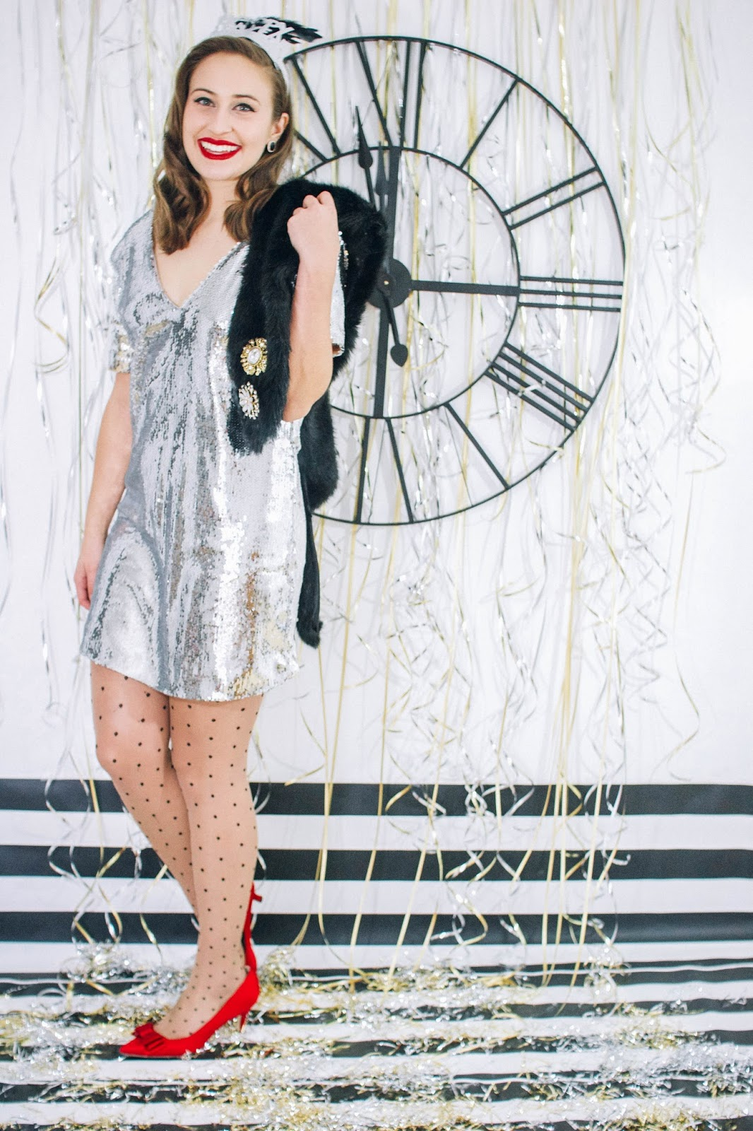 vintage style, classic style, holiday outfit, new years eve outfit, new years eve dress, holiday party wear, silver sequined dress, shift dress, kitten heels, screenwriting, old hollywood glam, old hollywood, fashion,