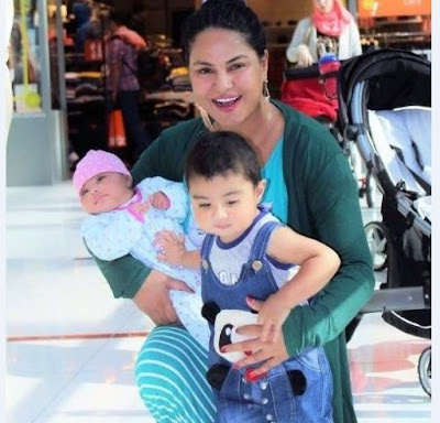 Veena Mailk With Her Child's