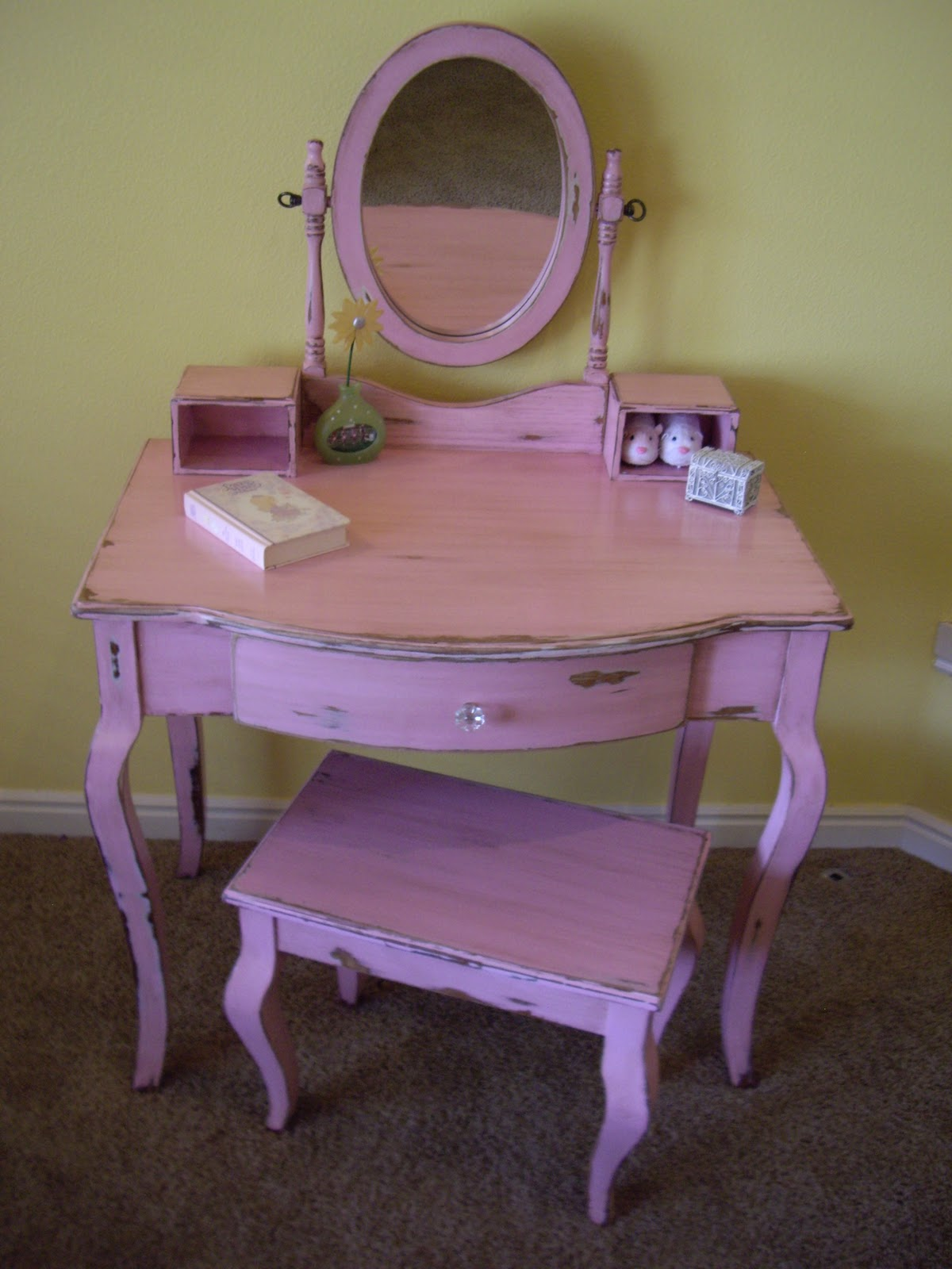 Cute Vanity Chairs A Brush Of Whimsy Sweet Pink Vanity