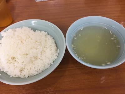 三軒茶屋にある東京餃子楼のライスとスープ