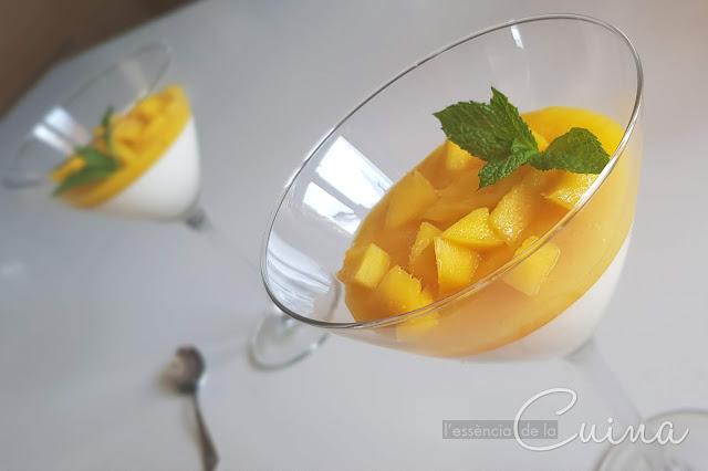 Panacota amb Mango, Panacota con Mango, postres casolans, postre facil, l'essència de la cuina, blog de cuina de la sonia, Panna cotta